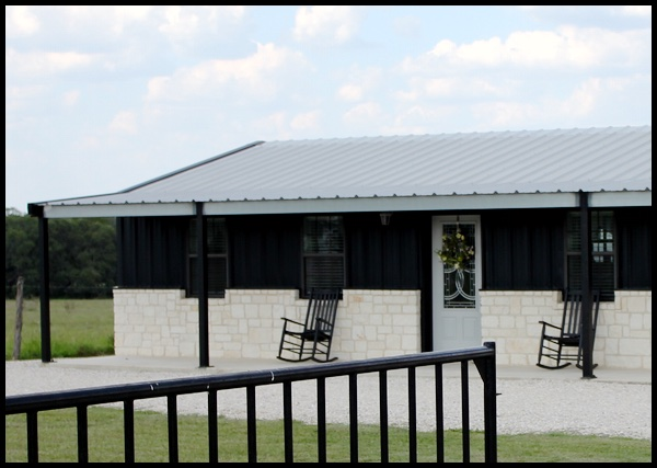Charmant Barns With Living Quarters Or U201cBarndominiumsu201d Are Built For Quality And  Customization. Custom Horse Barns That Include Living Quarters And Other  Designs ...